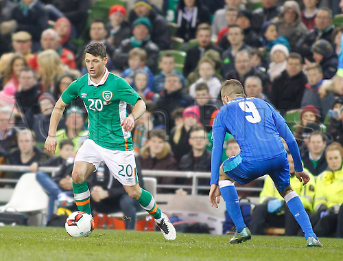 29.03.2016. Aviva Stadium, Dublin, Ireland.  International Football Friendly Ireland versus Slovakia. Wes Hoolahan (Rep. of Ireland) gets away from Stanislav Sestak (Slovakia).