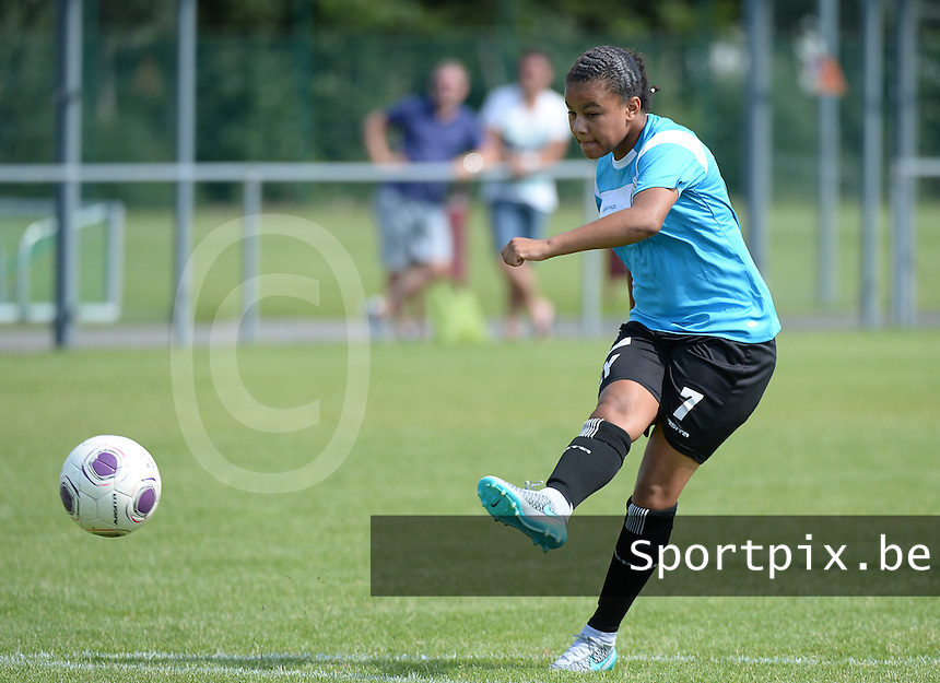 20150801 - WESTKAPELLE , BELGIUM : Gent's  Mariam Abdulai Toloba pictured during a friendly soccer match with the women team of AA Gent Ladies , during the preparation for the 2015-2016 SUPERLEAGUE season, Saturday 1 August 2015 . PHOTO DAVID CATRY
