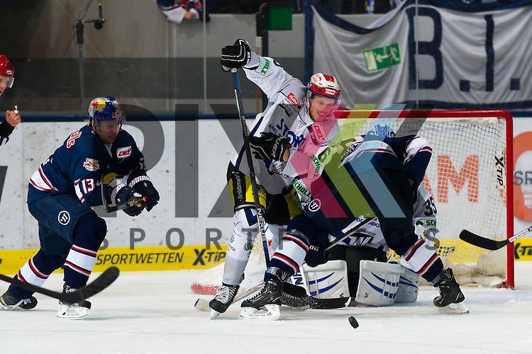Eishockey, DEL, EHC Red Bull M&uuml;nchen - Schwenninger Wild Wings <br /> <br /> Im Bild Michael WOLF (EHC Red Bull M&uuml;nchen, 13), Benedikt BR&Uuml;CKNER (Brueckner Bruckner, Schwenninger Wild Wings, 6), Jason JAFFRAY (EHC Red Bull M&uuml;nchen, 15) <br /> <br /> Foto &copy; PIX-Sportfotos *** Foto ist honorarpflichtig! *** Auf Anfrage in hoeherer Qualitaet/Aufloesung. Belegexemplar erbeten. Veroeffentlichung ausschliesslich fuer journalistisch-publizistische Zwecke. For editorial use only.