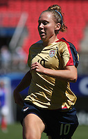 Chile, Chillan: : Usa player Michelle Enyeart goes for the ball  during the football match againt France  of the Fifa U-20 Women's World Cup the at Nelson Oyarz˙n stadium in Chill·n , on November the ninth 2008. GROSNIA / sergio Araneda