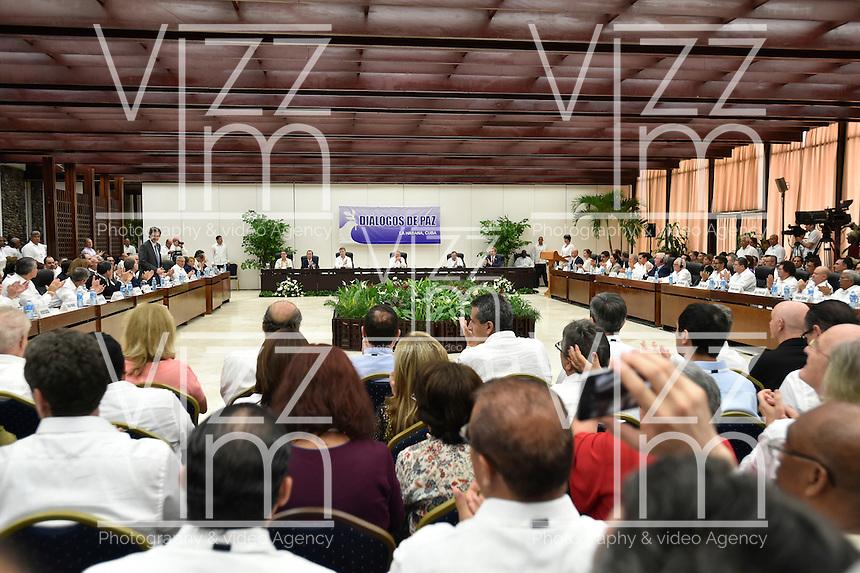 LA HABANA - CUBA, 23-06-2016 Hoy en La Habana se firma el acuerdo para el cese al fuego y de hostilidades bilateral y definitivo entre el gobierno de Colombia y la guerrilla de las Farc. / Today at La Habana, Cuba, is the signing of the agreement of the definitive ceasefire and hostilities between Colombia Government and left guerrillas of Farc. Photo: VizzorImage /  Nelson Cardenas - SIG / HANDOUT PICTURE; MANDATORY EDITORIAL USE ONLY/ NO MARKETING, NO SALES