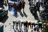 BURKINA FASO, capital Ouagadougou, muslims at roadside prayer in direction to Mecca / gen Mekka betende Muslime auf der Strasse