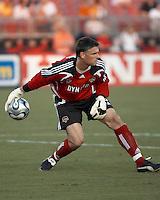 Houston Dynamo goalkeeper Pat Onstad throws out the ball.  New England Revolution beat Houston Dynamo 1-0 at Robertson Stadium in Houston, TX on May 19, 2007.