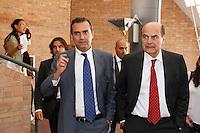 NAPOLI 15/06/2012 CONFERENZA NAZIONALE PER IL LAVORO DEL PARTITO DEMOCRATICO.NELLA FOTO LUIGI DE MAGISTRIS PIER LUIGI BERSANI .FOTO CIRO DE LUCA.