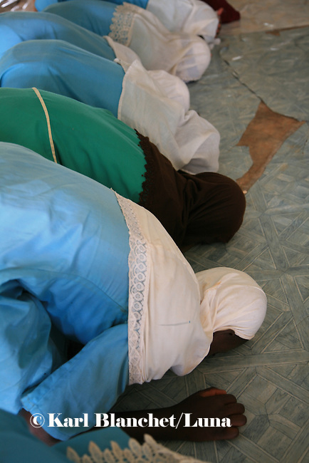 Pupils from the Islamic school in Sunyani, Ghana, praying at the mosque. In Ghana, coranic schools were transformed into islamic schools. Pupils learn the mainstream curriculum and have additional courses in arabic and islam.