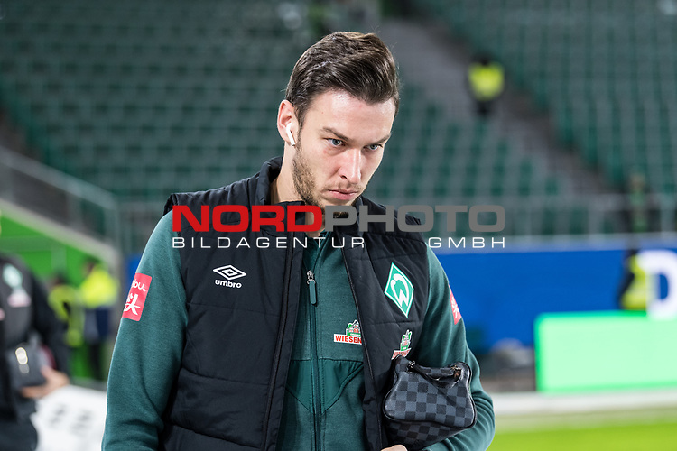 01.12.2019, Volkswagen Arena, Wolfsburg, GER, 1.FBL, VfL Wolfsburg vs SV Werder Bremen<br /> <br /> DFL REGULATIONS PROHIBIT ANY USE OF PHOTOGRAPHS AS IMAGE SEQUENCES AND/OR QUASI-VIDEO.<br /> <br /> im Bild / picture shows<br /> Jiri Pavlenka (Werder Bremen #01) <br /> bei Ankunft im Stadion, <br /> <br /> Foto © nordphoto / Ewert