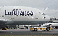 A380 der Lufthansa am Frankfurter Flughafen am Flugzeugschlepper - Frankfurt 16.10.2019: Eichwaldschule Schaafheim am Frankfurter Flughafen