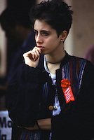 giovane donna pensierosa, jeune femme pensive, thoughtful young woman