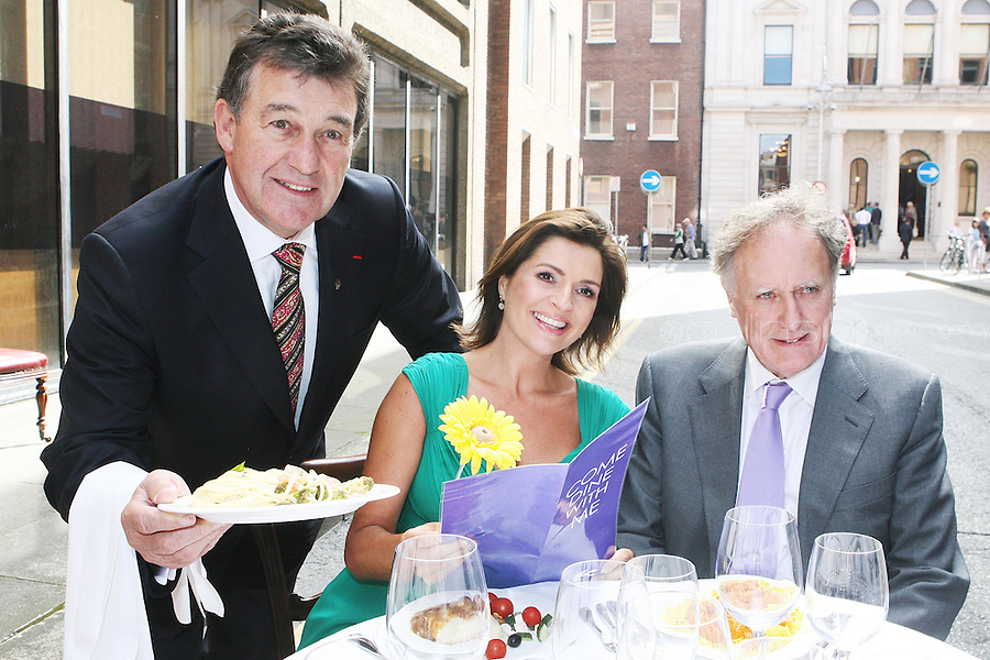 19/8/2010. TV3 SEASON LAUNCH. Bill Cullen, Collette Fitzpatrick and Vincent Browne are pictured on Kildare St Dublin for the launch of the TV3 Autumn season. Picture James Horan/Collins Photos.