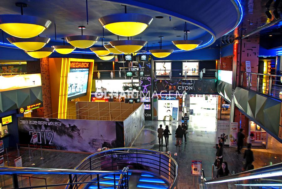 Lojas do Hyunday Shopping em Seul. Coréia do Sul. 2009. Foto de Thaïs Falcão.