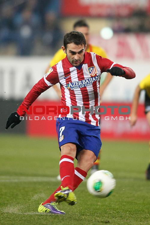 Atletico de Madrid¬¥s Adrian kicks a penalty kick during Copa del Rey 2013-14 match at Vicente Calderon Stadium in Madrid, Spain. Foto © nordphoto / Victor Blanco) *** Local Caption ***