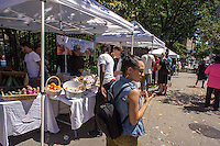 The Fortune Society's Fortune Fresh farm stand at the Grassroots Farmers Market in Harlem in New York on Saturday, August 24, 2013. The Fortune Society develops programs, including Culinary Skills/Food Service Training, for former prisoners and young people involved in the criminal justice system preventing recidivism. (© Richard B. Levine)