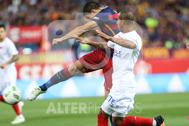 FC Barcelona's Luis Suarez and Sevilla CF's Mariano Ferreira during Spanish Kings Cup Final match. May 22,2016. (ALTERPHOTOS/Rodrigo Jimenez)