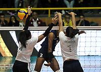 BOGOTÁ-COLOMBIA, 07-01-2020: Winderlys Medina y Merlyen Serrano de Venezuela, intentan un bloqueo al ataque de balón a Yelsy Soto de Colombia, durante partido entre Venezuela y Colombia en el Preolímpico Suramericano de Voleibol, clasificatorio a los Juegos Olímpicos Tokio 2020, jugado en el Coliseo del Salitre en la ciudad de Bogotá del 7 al 9 de enero de 2020. / Winderlys Medina and Merlyen Serrano from Venezuela, tries to block the attack the ball to Yelsy Soto from Colombia, during a match between Venezuela and Colombia, in the South American Volleyball Pre-Olympic Championship, qualifier for the Tokyo 2020 Olympic Games, played in the Colosseum El Salitre in Bogota city, from January 7 to 9, 2020. Photo: VizzorImage / Luis Ramírez / Staff.
