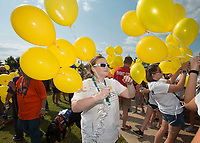 NWA Democrat-Gazette/BEN GOFF @NWABENGOFF<br /> Metta Smith, a volunteer from Bentonville, hands out balloons before a balloon release Sunday, Sept. 10, 2017 during the 4th annual Northwest Arkansas Out of the Darkness Community Walk at Orchards Park in Bentonville. Held on World Suicide Prevention Day, the walk is a fundraiser supporting the Arkansas Chapter of the American Foundation for Suicide Prevention. This year 552 walkers raised more than $42,000, according to Nikki Nance, walk chair with the chapter.