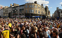 Pictured: Saturday 17 September 2016<br /> Re: Roald Dahl&rsquo;s City of the Unexpected has transformed Cardiff City Centre into a landmark celebration of Wales&rsquo; foremost storyteller, Roald Dahl, in the year which celebrates his centenary.<br /> Crowds outside Cardiff Castle.