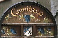 Europe/France/Champagne-Ardenne/51/Marne/Cumières: vignoble champenois de la vallée de la Marne - Vieux tonneau peint siganalant les vins de la commune
