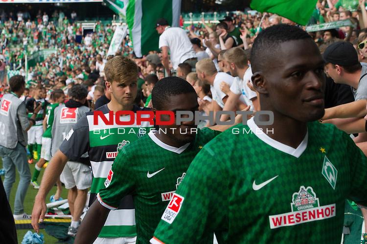 17.08.2013, Weser Stadion, Bremen, GER, 1.FBL, Werder Bremen vs FC Augsburg, im Bild<br /> <br /> Jubel Emotionen pur<br /> <br /> Assani Lukimya (Bremen #5) C&eacute;dric Makiadi (Bremen #6) # bei den Fans <br /> <br /> Foto &copy; nph / Kokenge