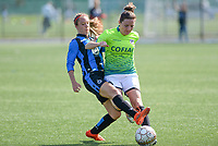 20180915 - Brugge , BELGIUM : Aalst's Jana Van Der Biest (r) pictured in a duel with Brugge's Talitha De Groote (left) during the third game in the first division season 2018-2019 between the women teams of Club Brugge Dames and Eendracht Aalst , Saturday 15 September 2018 . PHOTO DAVID CATRY | SPORTPIX.BE