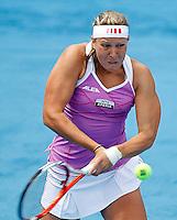MADRI, ESPANHA, 07 DE MAIO DE 2012 - MUTUA MADRID OPEN - A tenista Australiana Lucie Hradecka enfrenta  a chinesa Shuai Peng durante o Mutua Madrid Open 2012, em Madrid na capital da Espanha, nesta segunda-feira, 06. (FOTO: ACERO / ALFAQUI / BRAZIL PHOTO PRESS).