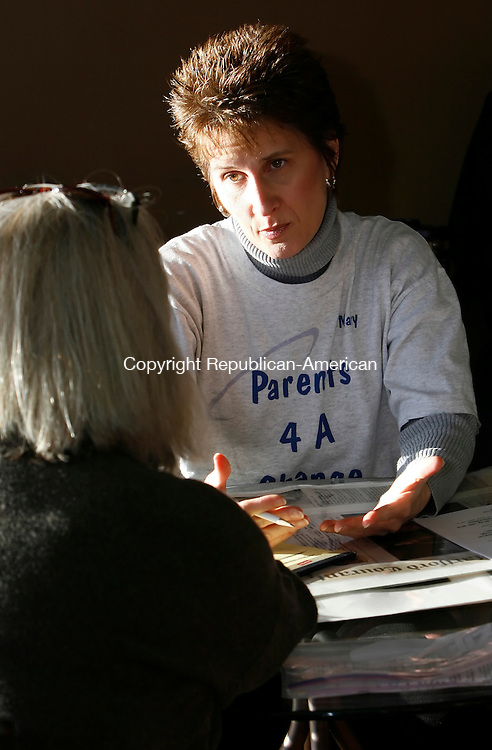 PROSPECT, CT, 01/09/08- 010909BZ01- Mary Marcuccio, founder and spokesperson for parents 4 A Change, talks with group member Susan (who asked not to use her last name) during a meeting at  Cafe' 68 in Prospect Friday.  Marcuccio and Susan are also members of Nar-anon Family Groups which helps people whose loved ones are battling addiction.<br />  Jamison C. Bazinet Republican-American