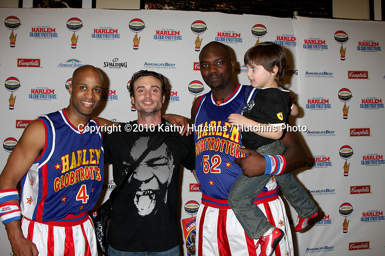Daniel Goddard & Son Ford with Flight Time & Big Easy.at the Harlem Globetrotters Game .Staples Center.Los Angeles, CA.February 14, 2010.©2010 Kathy Hutchins / Hutchins Photo....