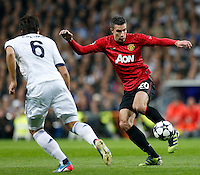Real Madrid's Sami Khedira (l) and Manchester United's Robin Van Persie during Champions League 2012/2013 match.February 12,2013. (ALTERPHOTOS/Alfaqui/Cesar Cebolla) /NortePhoto