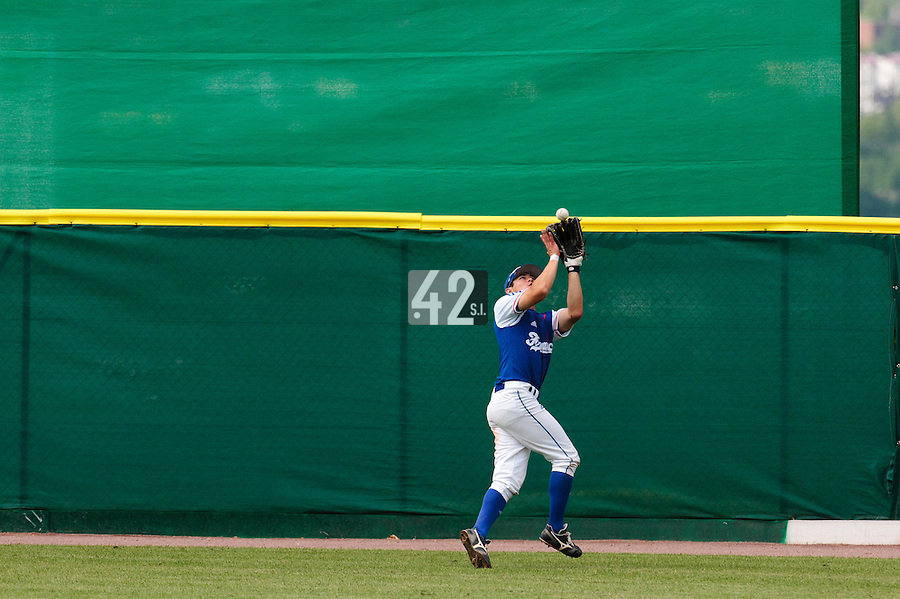 30 july 2010: Kenji Hagiwara of France catches the ball during Italy 9-2 win over France, in day 6 of the 2010 European Championship Seniors, at TV Cannstatt ballpark, in Stuttgart, Germany.