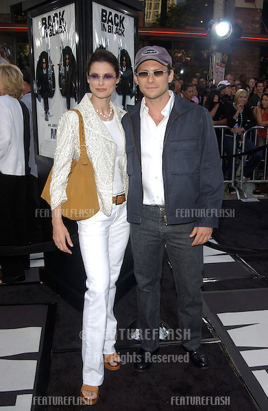 Actor CHRISTIAN SLATER & wife RYAN at the Los Angeles premiere of Men in Black II..26JUN2002. © Paul Smith / Featureflash