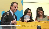 RIO DE JANEIRO, RJ, 04.12.2013 - PRÊMIO EMPREENDEDOR DA COMUNIDADE 2013 - O Governador do Estado do Rio de Janeiro Sergio Cabral participa da entrega do Prêmio Empreendedor da Comunidade 2013. O evento, uma parceria entre a Agência Estadual de Fomento (AgeRio) com o Sebrae/RJ, vai premiar os 13 negócios que mais se destacaram ao longo do ano dentro das comunidades pacificadas do Rio. Os prêmios vão variar entre R$ 4 mil e R$ 10 mil e serão divididos em cinco categorias: Negócio Sustentável, Negócio Inovador, Mulher Empreendedora, Jovem Empreendedor e Negócio de Sucesso. Nessa quarta 04. (Foto: Levy Ribeiro / Brazil Photo Press)