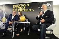 ATENCAO EDITOR: FOTO EMBARGADA PARA VEICULOS INTERNACIONAIS. SAO PAULO, SP, 12 DE NOVEMBRO DE 2012 - SOCCEREX HOMENAGEIA PRESIDENTE E TECNICO SANTOS - O presidente mundial da Soccerex Duncan Revie (E) e o presidente do Luis Alvaro (D), durante evento onde a Soccerex prestou homenagem ao presidente e ao tecnico do Santos, na ACEESP, Avenida Paulista, na manha desta segunda feira, 12.  FOTO: ALEXANDRE MOREIRA - BRAZIL PHOTO PRESS