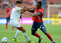 MEDELLÍN - COLOMBIA, 23-09-2017: Juan F Caicedo (Der) jugador del Medellín disputa el balón con Daniel Muñoz (Izq) de Rionegro durante el partido entre Independiente Medellín y Rionegro Águilas por la fecha 13 de la Liga Águila II 2017 jugado en el estadio Atanasio Girardot de la ciudad de Medellín. / Juan F Caicedo (R) player of Medellin vies for the ball with Daniel Muñoz (L) player of Rionegro during match between Independiente Medellin and Rionegro Aguilas for the date 13 of the Aguila League II 2017 played at Atanasio Girardot stadium in Medellin city. Photo: VizzorImage/ León Monsalve / Cont