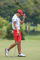 Keita NAKAJIMA (JPN) tips his cap to the crowd after sinking his putt on 11 during Rd 4 of the Asia-Pacific Amateur Championship, Sentosa Golf Club, Singapore. 10/7/2018.<br /> Picture: Golffile | Ken Murray<br /> <br /> <br /> All photo usage must carry mandatory copyright credit (&copy; Golffile | Ken Murray)