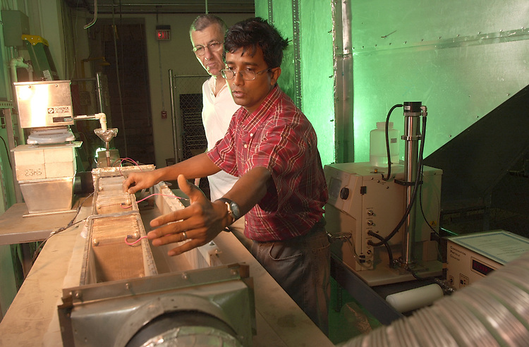 16540Rudy Pasic w/ Student in Dust Lab in RTEC