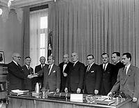 Des Representant de l'assurance-hospitalisation en visite au bureau du Premier ministre, Antonio Barette ,<br /> le  2 avril 1960<br /> <br /> Photographe : Photo Moderne<br /> © Agence Quebec Presse