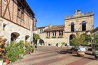 France, Lot-et-Garonne (47), Penne-d'Agenais, dans le village, la petite place de la Mairie // France, Lot et Garonne, Penne d'Agenais, the square of the Town Hall