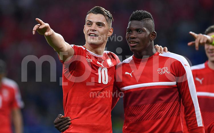 FUSSBALL EURO 2016 GRUPPE A IN LILLE Schweiz - Frankreich     19.06.2016 Granit Xhaka (li) und Breel Embolo (re, beide Schweiz) freuen sich nach dem Abpfiff