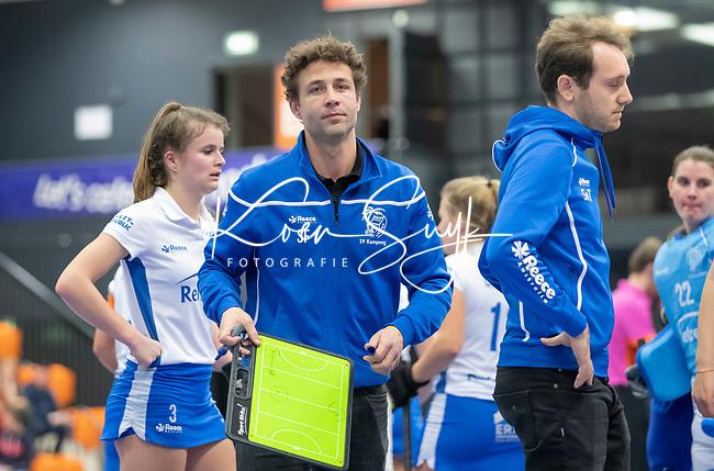 ROTTERDAM  - NK Zaalhockey .Kampong D1-Den Bosch D1 dames voor brons. coach Santi Freixa (Kampong)  met Steven van Tijn (Kampong)     COPYRIGHT KOEN SUYK