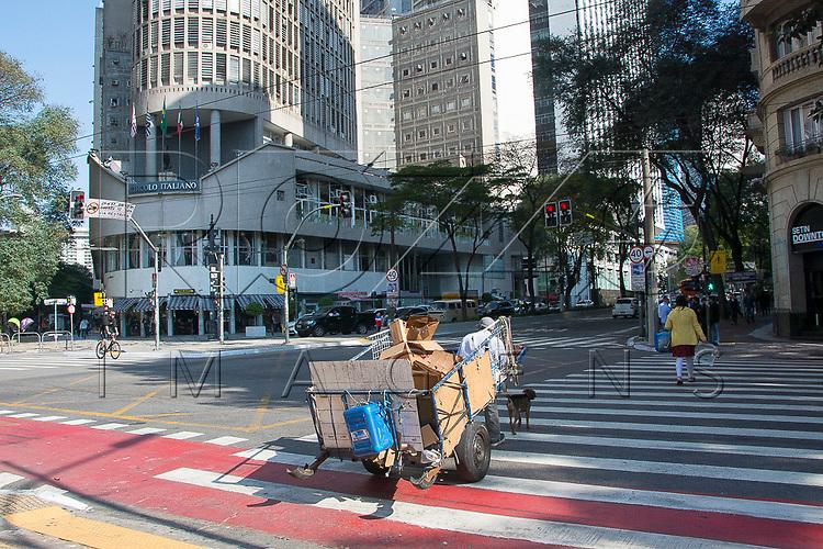 Catador de materiais recicláveis, São Paulo - SP, 07/2016.