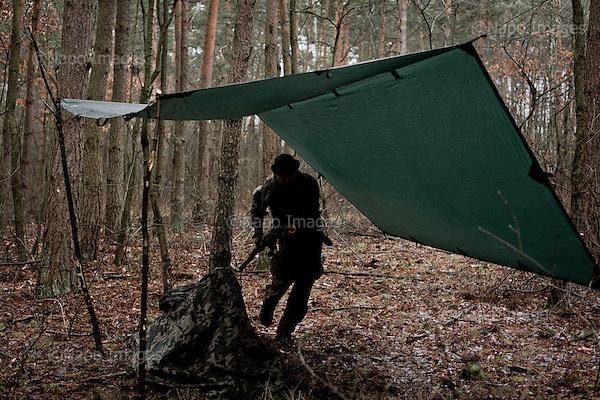 OKOLICE KONINA, 3/2015:<br /> Czlonkowie organizacji &quot;Strzelec&quot; podczas obozu szkoleniowego w lesie. Od rozpoczecia wojny na Ukrainie rozne organizacje paramilitarne staja sie coraz bardziej popularne.<br /> Fot: Piotr Malecki<br /> <br /> FOREST NEAR KONIN, POLAND, MARCH 2015:<br /> Members of &quot;Strzelec&quot; (&quot;The Shooter&quot;) paramilitary association during survival training in the forest. <br /> Since the start of war in Ukraine, paramilitary associations are becoming more popular.<br /> (Photo by Piotr Malecki)