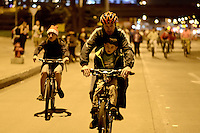 BOGOTA -COLOMBIA. 13-12-2014. Cientos de personas salieron a las calles de Bogotá para participar en la ciclovía nocturna hoy 11 de diciembre de 2014 como parte de las actividades de navidad en la capital de Colombia./ hundreds of people go to the streets of Bogota to participate in the night bikeway today 11 of December 2014 as part of the Christmas activities at Colombian capital. Photo: VizzorImage/ Gabriel Aponte / Staff