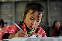 LAO PDR, province Oudomxay , mountain village Houyta, ethnic group Khmu, children in village school / LAOS, Provinz Oudomxay, Dorf Houyta , Ethnie Khmu , Kinder aus Bergdoerfern der Ethnie Khmu in einer Dorfschule