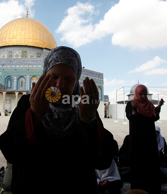 Palestinian worshipers attend the friday prayers in front of the Dome of the Rock at al-Aqsa mosque compound, Islam's third holiest site in Jerusalem's old city on Oct. 12, 2012. Photo by Mahfouz Abu Turk