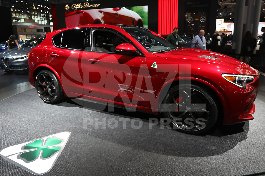 NEW YORK, EUA, 13.04.2017 - AUTOMÓVEL-NEW YORK -Alfa Romeu é visto durante o New York Internacional Auto Show no Javits Center na cidade de New York nesta quinyta-feira, 13. O evento é aberto ao público do dia 14 à 23 de abril de 2017 . (Foto: Vanessa Carvalho/Brazil Photo Press)