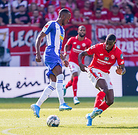 Dodi Lukebakio (Hertha BSC Berlin) gegen Edmilson Fernandes (1. FSV Mainz 05) - 14.09.2019: 1. FSV Mainz 05 vs. Hertha BSC Berlin, 4. Spieltag Bundesliga, OPEL Arena<br /> DISCLAIMER: DFL regulations prohibit any use of photographs as image sequences and/or quasi-video.