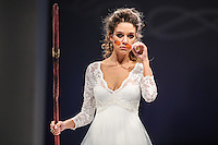 NEW YORK, NY, 08.10.2016 - BRIDAL-NEW YORK - Modelo durante desfile da grife para noivas Olvi's no New York International Bridal Week no Pier 94 na ilha de Manhattan em New York neste sábado, 08. (Foto: William Volcov/Brazil Photo Press)