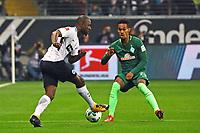 Jetro Willems (Eintracht Frankfurt) gegen Theodor Gebre Selassie (SV Werder Bremen) - 03.11.2017: Eintracht Frankfurt vs. SV Werder Bremen, Commerzbank Arena