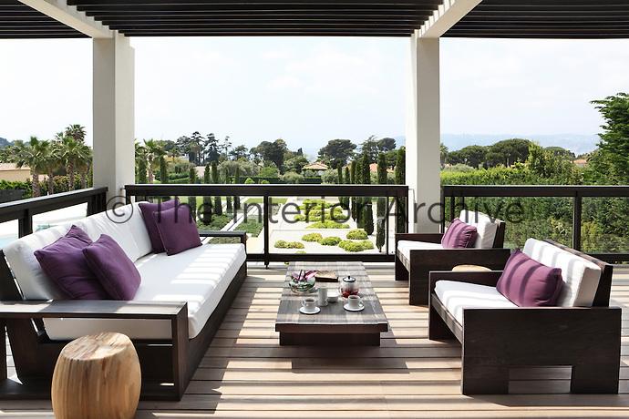 A relaxed, open-air living room complete with a sofa, two armchairs and a coffee table
