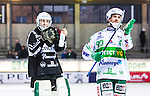 Stockholm 2014-03-01 Bandy SM-semifinal 1 Hammarby IF - V&auml;ster&aring;s SK :  <br /> V&auml;ster&aring;s m&aring;lvakt Andreas Bergwall tackar tillresta V&auml;ster&aring;s supportrar efter matchen<br /> (Foto: Kenta J&ouml;nsson) Nyckelord:  VSK Bajen HIF jubel gl&auml;dje lycka glad happy