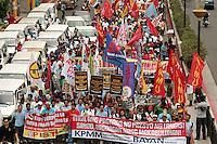 FRM03 MANILA (FILIPINAS) 31/0/2011.- Filipinos marchan durante una protesta contra la subida de los precios del combustible, en Manila (Filipinas), hoy, jueves, 31 de marzo de 2011. EFE/FRANCIS R. MALASIG